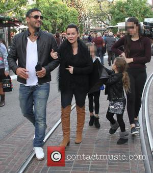Kyle Richards and Mauricio Umansky - Kyle Richards takes her family shopping at The Grove in Hollywood - Los Angeles,...