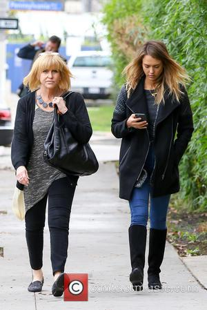 Jessica Alba and Catherine Jensen - Jessica Alba takes her mother for have lunch in Santa Monica - Los Angeles,...