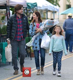 Jason Bateman, Francesca Bateman and Amanda Anka - Photo's of American actor Jason Bateman as he and his family went...