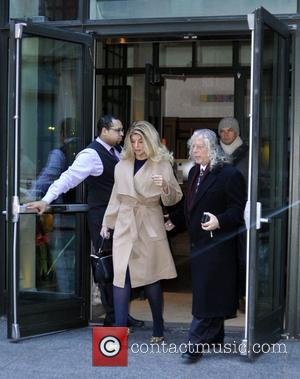 Kirstie Alley - Kirstie Alley leaving her hotel