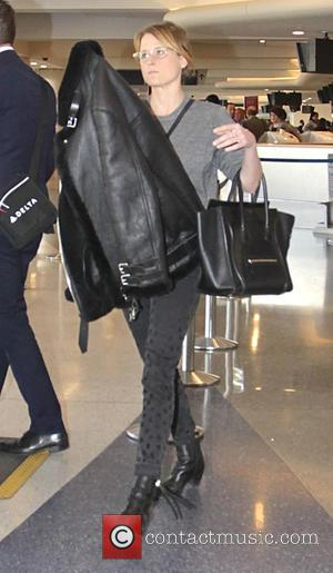 Mamie Gummer - Mamie Gummer departs from Los Angeles International Airport (LAX) - Los Angeles, California, United States - Thursday...