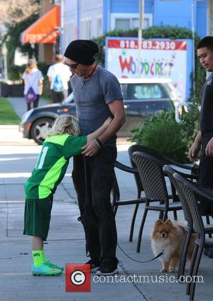 Gavin Rossdale and Zuma Rossdale - Gavin Rossdale takes his three sons to a Sushi restaurant for lunch in Studio...