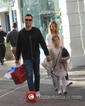 Jessica Alba, Cash Warren and Honor Marie Warren - Jessica Alba and her husband Cash Warren take their daughters shopping...