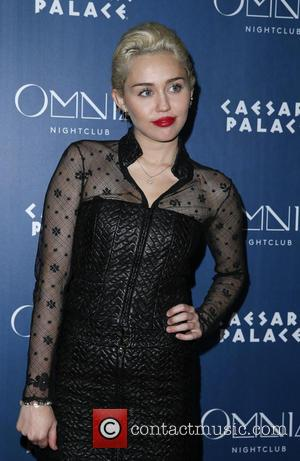New Couple Alert? Miley Cyrus Snapped Kissing Victoria's Secret Model Stella Maxwell