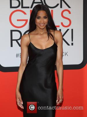 Ciara Accidentally Kicks Fan In The Face Whilst Attempting Lap Dance Move