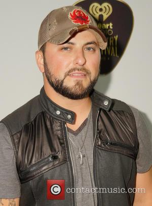 Tyler Farr Recovering After Stage Fall