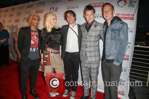 Tony Kanal, Gwen Stefani, Brent Bolthouse, Adrian Young, Tom Dumont and No Doubt