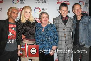 Tony Kanal, Gwen Stefani, Lorri L. Jean, Adrian Young, Tom Dumont and No Doubt