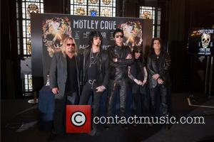 Nikki Sixx, Tommy Lee, Mick Mars, Vince Neil and Alice Cooper