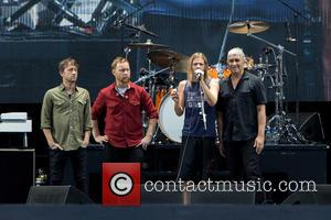 Taylor Hawkins, Nate Mendel, Chris Shiflett, Pat Smear and Foo Fighters