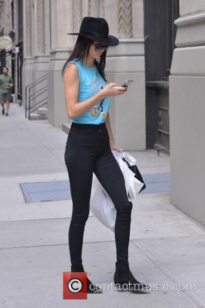 Kendall Jenner and Hailey Baldwin - Kendall Jenner and Hailey Baldwin out and about in New York - Manhattan, New...