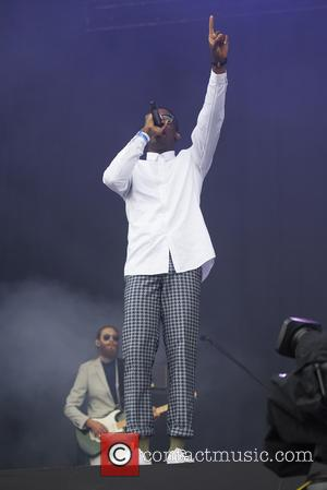 Rapper Labrinth Proposes To Girlfriend Onstage