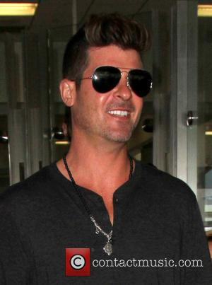 Robin Thicke Stuns Long Island Students With Surprise Performance
