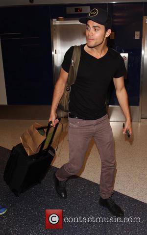 Paul Wesley - 'Vampire Diaries' star Paul Wesley departs from Los Angeles International Airport (LAX) - Los Angeles, California, United...