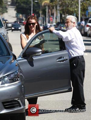 Jennifer Garner - Jennifer Garner returns to her car after taking her children to the Church in Pacific Palisades -...