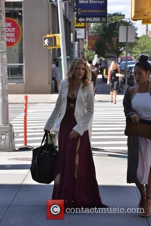 AnnaLynne McCord - AnnaLynne McCord arrives at her hotel in Soho - New York City, New York, United States -...