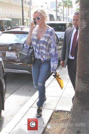 Jenny McCarthy - Jenny McCarthy goes shopping at Fendi in Beverly Hills - Los Angeles, California, United States - Tuesday...