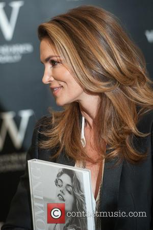 Cindy Crawford - Cindy Crawford signs her book 'Becoming' at Waterstones Piccadilly. - London, United Kingdom - Friday 2nd October 2015