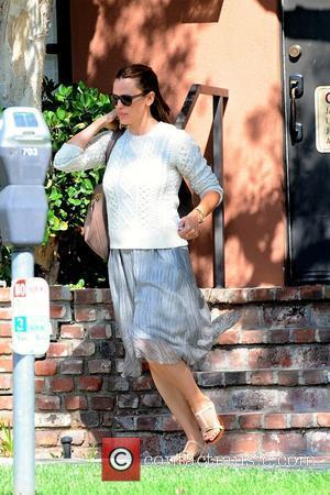 Jennifer Garner - Jennifer Garner leaves a medical building in Brentwood - Brentwood, California, United States - Sunday 4th October...