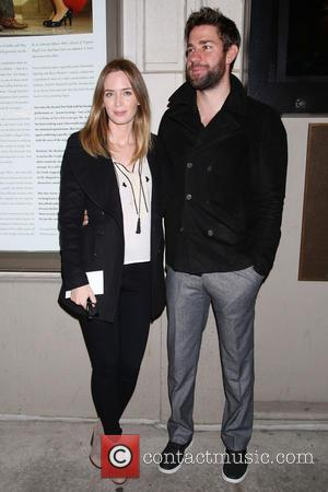 "London Customs Agent ""Couldn't Believe"" John Krasinski Is Married To Emily Blunt"