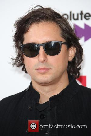 Carl Barat Avoids Internet Over Anxiety