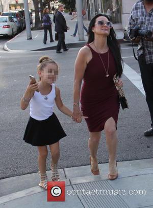 Kyle Richards , Portia Umansky - Kyle Richards walking with her daughter Portia in Beverly hills at beverly hills -...