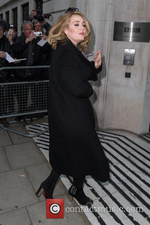 Adele Smashes Download Records In The U.s. To Say Hello Again At Number One