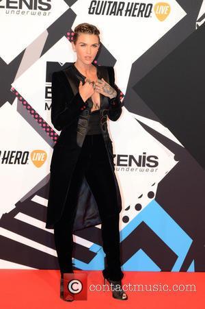 Mtv Emas Host Ruby Rose Struggled With Injury