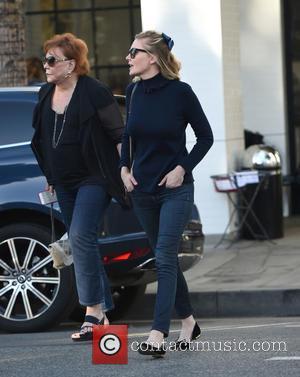 Kirsten Dunst , Inez Rupprecht - Kirsten Dunst and her mother Inez Rupprecht have lunch at Joan's on Third -...