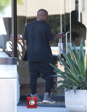 Kanye West - Kanye West arriving to a studio on Sunday afternoon (01Nov15) in Agoura Hills at Agoura Hills -...