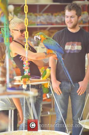 Gwen Stefani - Gwen Stefani visits Omar's Exotic Birds in Santa Monica with her three sons to buy them a...