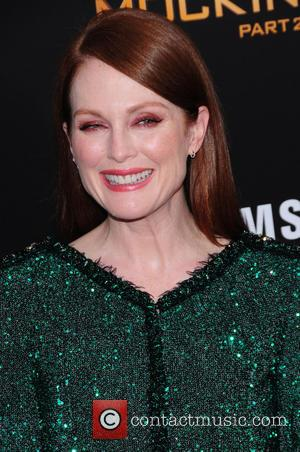 Julianne Moore Recovering From Secret Appendectomy