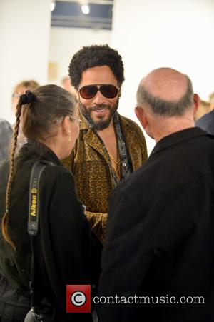 Lenny Kravitz Sprays Graffiti At Gallery