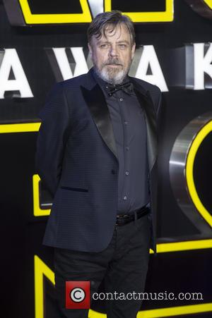 Mark Hamill Remembers 'Space Twin' Carrie Fisher In Touching Tribute