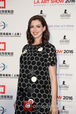 """Anne Hathaway Admits To """"Not Trusting"""" Female Director Because Of """"Internalised Misogyny"""""""