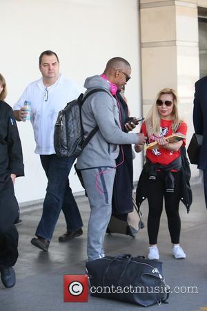Jamie Foxx - Jamie Foxx arrives at Los Angeles International Airport (LAX) at Los Angeles International Airport LAX - Los...