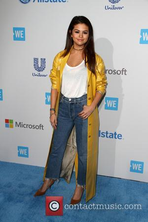 Selena Gomez Struggles To Perform Song Associated With Justin Bieber Break Up