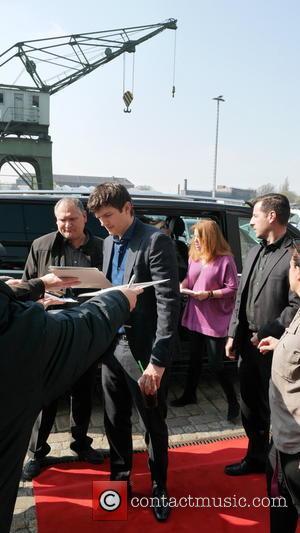 Ashton Kutcher - Ashton Kutcher seen arriving at Sat.1 Studios. He was signing autographs. - Berlin, Germany - Wednesday 13th...