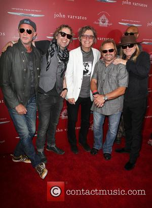 Daxx Nielsen, Tom Petersson, Michael Anthony, Chad Smith and Robin Zander