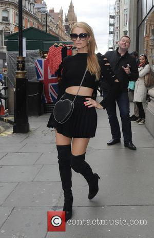 Paris Hilton - Paris Hilton enjoys a shopping spree at Selfridges at Selfridges - London, United Kingdom - Thursday 28th...