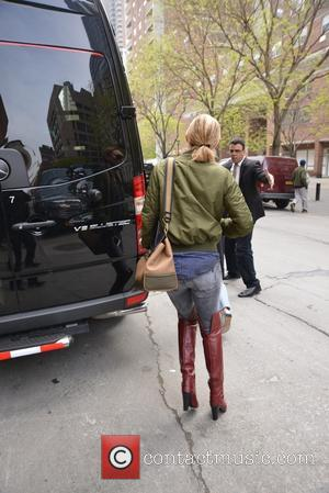 Kate Hudson - Kate Hudson in thigh high boots in New York - Manhattan, New York, United States - Monday...