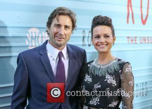 Luke Wilson and Carla Gugino