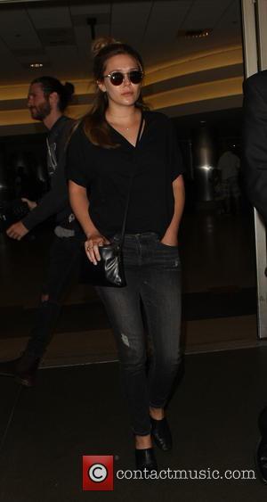 Elizabeth Olsen - Elizabeth Olsen arrives at Los Angeles International Airport - Los Angeles, California, United States - Wednesday 8th...