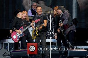 Bruce Springsteen, Steven Van Zandt, Max Weinberg, Nils Lofgren, Patti Scialfa and Soozie Tyrell