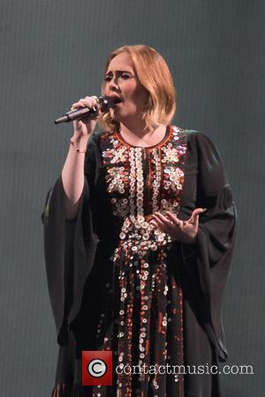 Adele Sparks Marriage Rumours After Wearing Gold Band