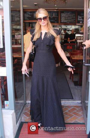 Paris Hilton picks up a smoothie and visits Anastasia Beverly Hills salon - Beverly Hills, California, United States - Monday...