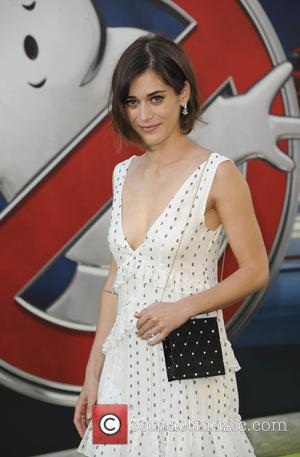 Lizzy Caplan: 'I Won't Strip Off For Comedy'