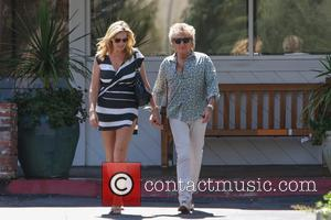 Rod Stewart , Penny Lancaster - Rod Stewart goes to Starbucks with his wife Penny Lancaster - Los Angeles, California,...