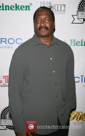 Mathew Knowles Wades Into The R. Kelly Controversy