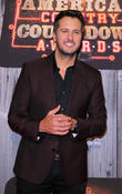 Luke Bryan Recovering From Minor Elbow Surgery